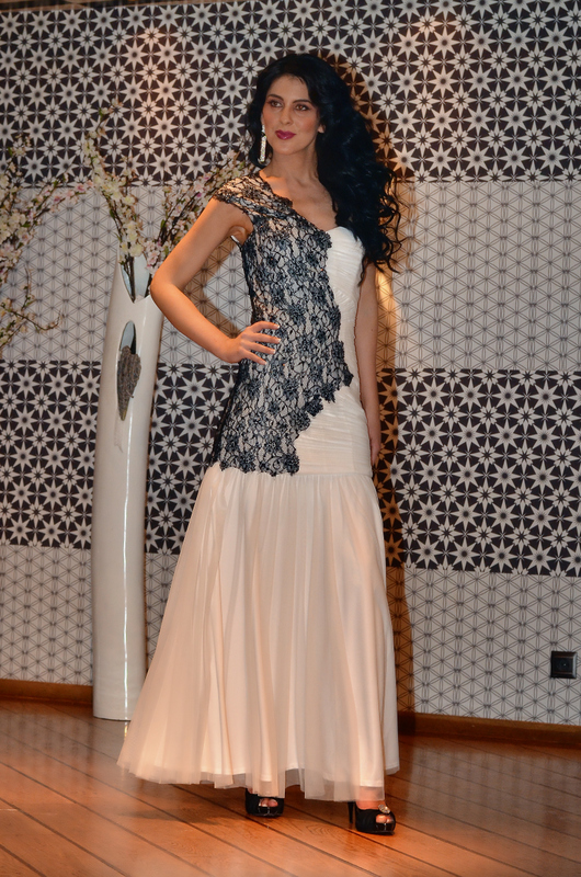 Βραδυνό φόρεμα νυφική τουαλέτα δαντέλα-μεταξωτή μουσελίνα 67a3d6e1b43